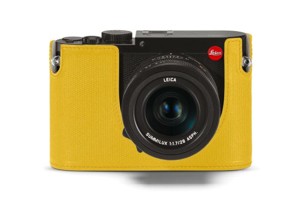 19538_Leica-Q_black_protector_yellow_front.jpg