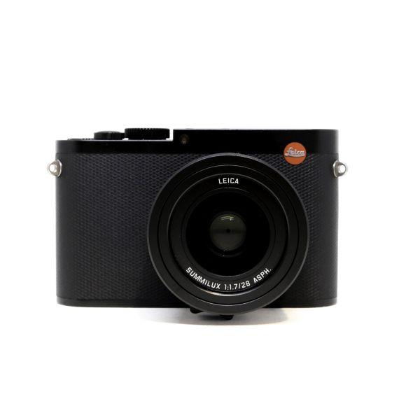 Leica%20Q%20Black%20Front.jpg